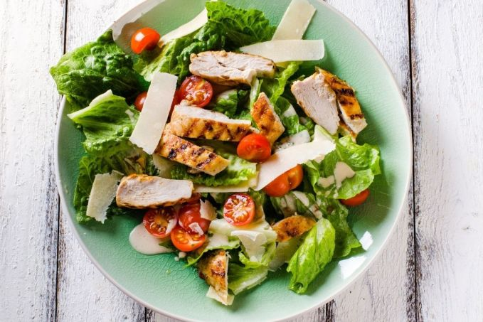 A great keto lunch is grilled chicken salad with cherry tomatoes and parmesan cheese.  Add nuts or avocado along with a full-fat dressing.