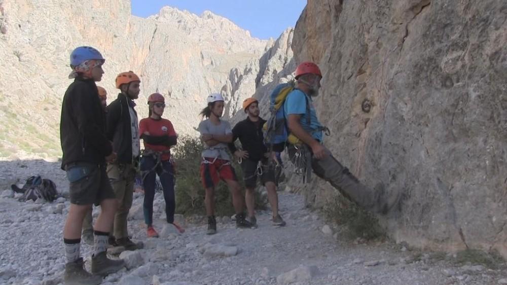 Dağcılar, Demirkazık'ta yaz eğitimi alıyor
