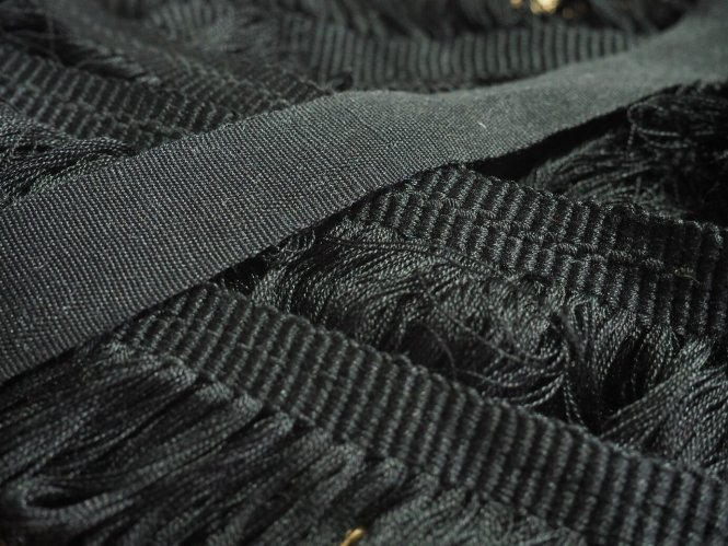 Taśma pod hafty i krajka z frędzlą do rekonstrukcji rękawic oficerskich
