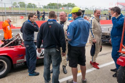 Discussion in the pit lane after testing