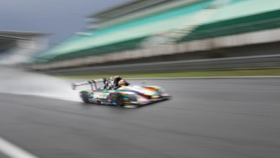 Proto endurance racer kicks up spray, Circuit Estoril