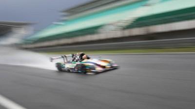 Proto endurance racer kicks up spray, Circuit Estoril