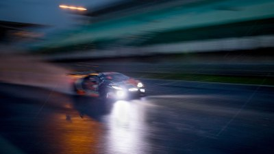 Lamborghini Huracan in the rain at night