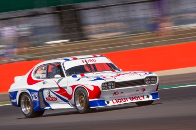 Holy Moly, Liqui Moly. Ford Capri 3.0 speeds through Copse at Si