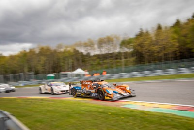G-Drive Racing LMP2 car followed by a Ferrari into Les Combes