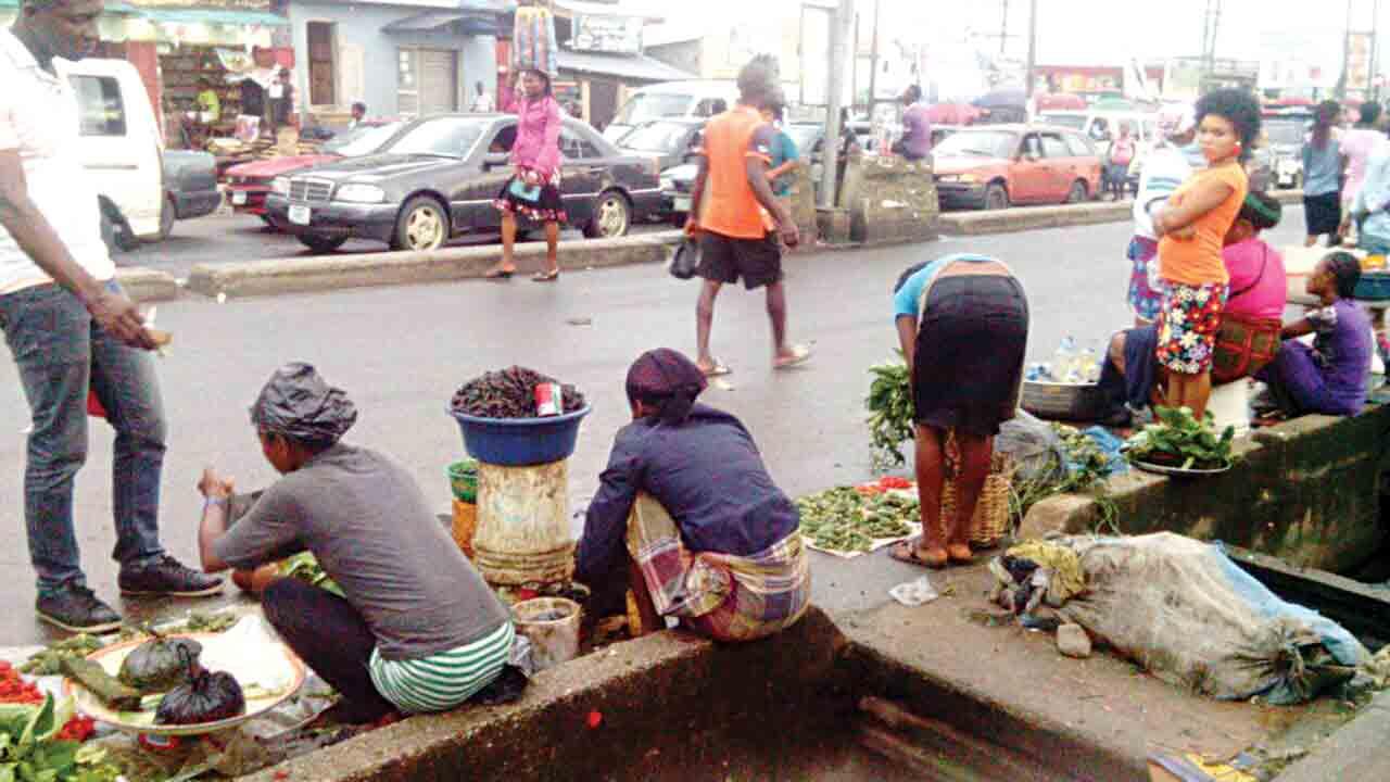 NPA, Port police swoop on Tin Can roadside traders