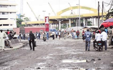 BREAKING: Lilypond gate on fire as truck drivers, taskforce clash, One dead