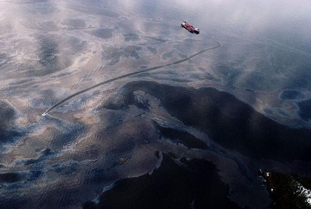Two shipping firms, seafarer charged for oily waste dumping