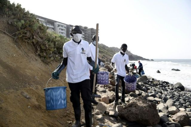 Dakar:  Beach littered with medical waste, volunteers to the rescue