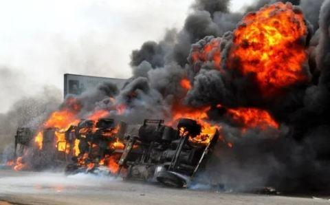 Chrismas day mishap, Petrol tanker falls in Lagos