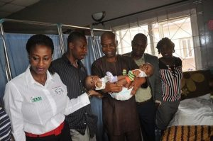L-R Efe Farinre Founder Linking Hands Foundation, Ayeni Samuel Olusegun Father of conjoined twins, Ola Adebanji PR & Communications Manager Arik Air, Jide Alade Associate Vice President Marketing and Communications Arik Air and the Mother of Conjoined twins Mrs. Ayeni Mary Abiodun during visit of Arik Team to Lagos State University Teaching Hospital, Ikeja to present return tickets to New York to enable the twins undergo surgery in American hospital over the weekend
