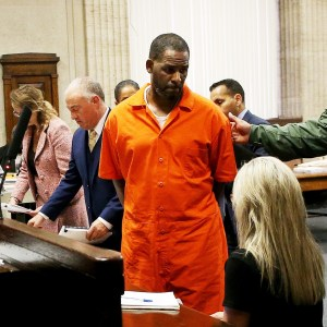 #Discredited Singer! #R. Kelly allegedly attacked by Inmate inside Chicago Prison