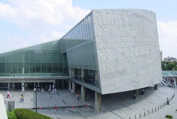 Bibliotheca_Alexandrina_plaza