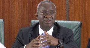 Babatunde Fashola gives contractors ultimatum to finish road projects
