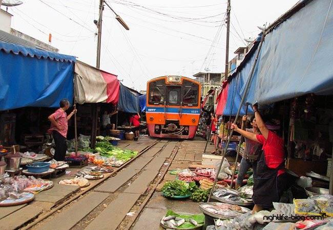 Zugmarkt Thailand Maeklong anreise