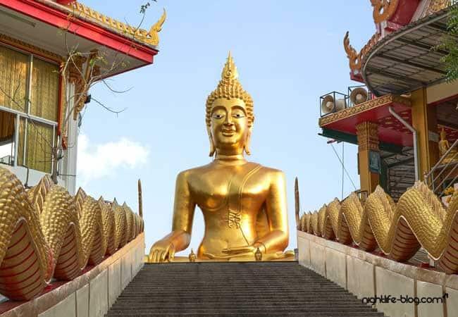 Pattaya Sehenswürdigkeiten Goldene Buddha Statue