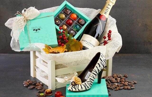 キャバ嬢に誕生日プレゼントをあげたい男性必見!チェックしたい相場&おすすめ品10選