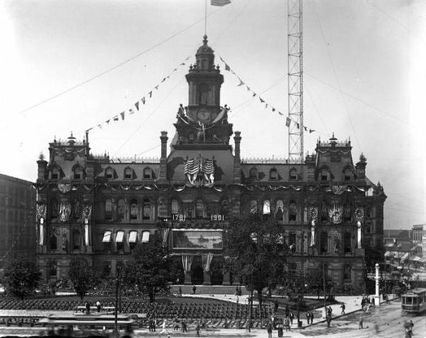 city-hall-bicentennial