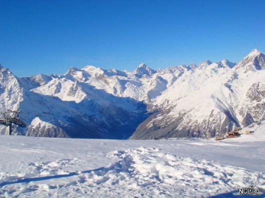 Горы. Вид с третьего уровня