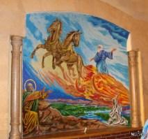Такие вот библейские рисунки при входе внутри