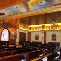 Скамейки как в католическом храме