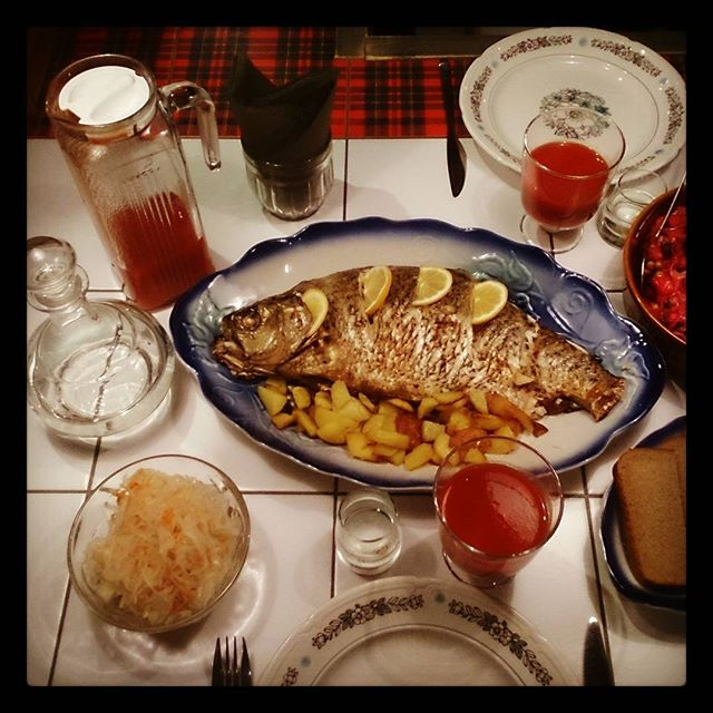 Ужин: Лещ под водочку и закуски #рыба #водка #ужин #рыбныйчетверг