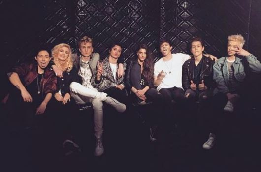 The Vamps - I Found a GirlのPVより、記念撮影! 典拠: Instagram