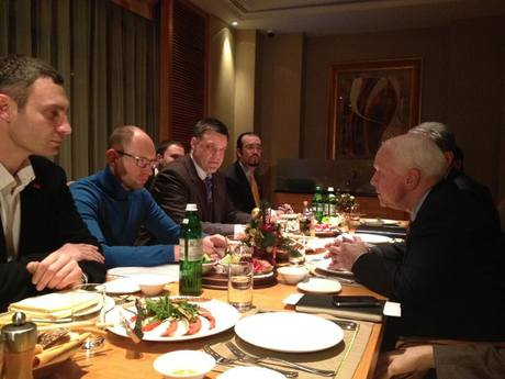 UADR's Vitaly Klitschko and Svovoda leader at a dinner with Republican John McCain, the U.S. conservative politician being among the guest stars of Euromaidan.