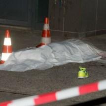 Mutter stürzt mit drei Kindern in den Tod