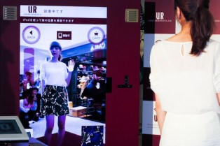 wearable-clothing-by-urban-research-digital-virtual-dressing-fitting-room-parco-ikebukuro-2