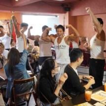 Japans Macho Cafe ist wie Hooters nur mit mehr Muskeln!