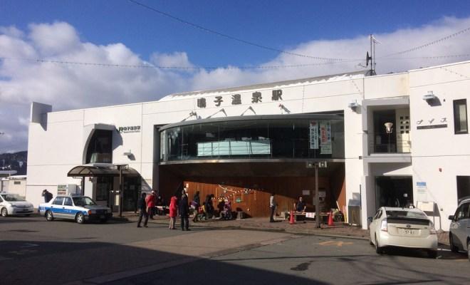 塗り直しした鳴子温泉駅