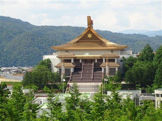 Le grand temple mondial de Takayama