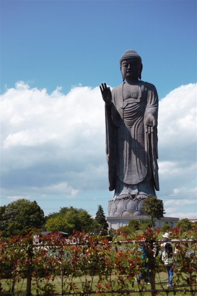Le bouddha debout de Ibaraki