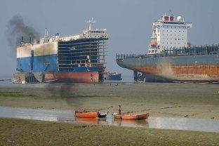 Old ships getting dismantled at Chittagong ship breaking yards. © Photo Credit: John Burton
