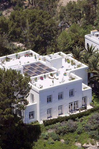 Mariah Carey's intricately decorated roof terrace 2005