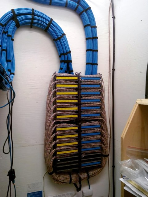 Cabling Organization Paling Rapi di Server Rack Data Center - Best Rack Cabling Management Arrangement Design 07