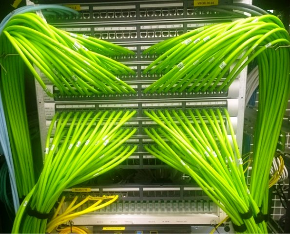 Cabling Organization Paling Rapi di Server Rack Data Center - Best Rack Cabling Management Arrangement Design 12