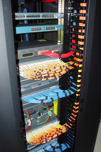 Cabling Organization Paling Rapi di Server Rack Data Center - Best Rack Cabling Management Arrangement Design 19