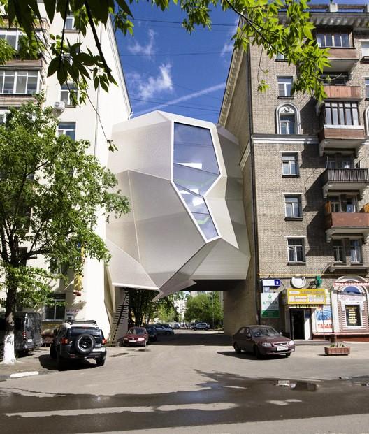 Proyek Arsitektur dari Material Plastik