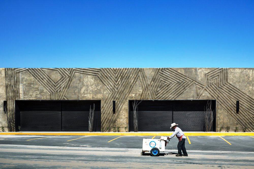 10 Struktur Bangunan Beton Berbentuk Aneh dengan Konsep ...