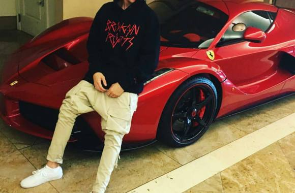 Justin-Beiber-Ferrari-LaFerrari
