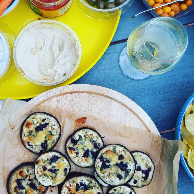 Aubergine met mozarella en olijven
