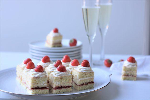 Petit fours met champagneroom
