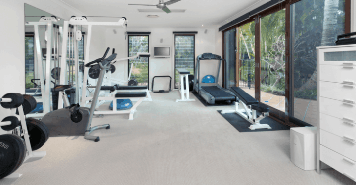 Full-home-gym-set-up-with-machines-e1591380686271