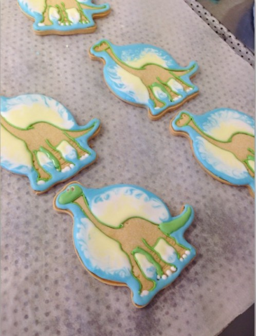 nilaholden disney sweets & cakes good dinosaur biscuits2