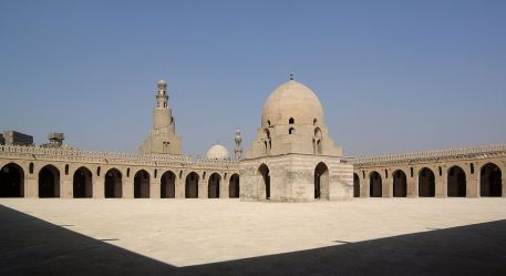 The Mosque of Ibn Tulun, courtyard source:https://en.wikipedia.org/wiki/Mosque_of_Ibn_Tulun