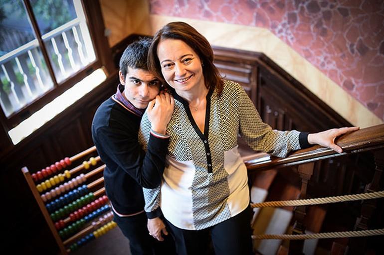 Aylin Sezgin'in oğlu Cem ile 'yolculuğu' pek çok otizmli için de örnek.