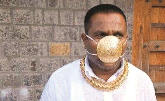 الهندي «كورهادي» يرتدي كمامة ذهبية بـ 4 آلاف دولار
