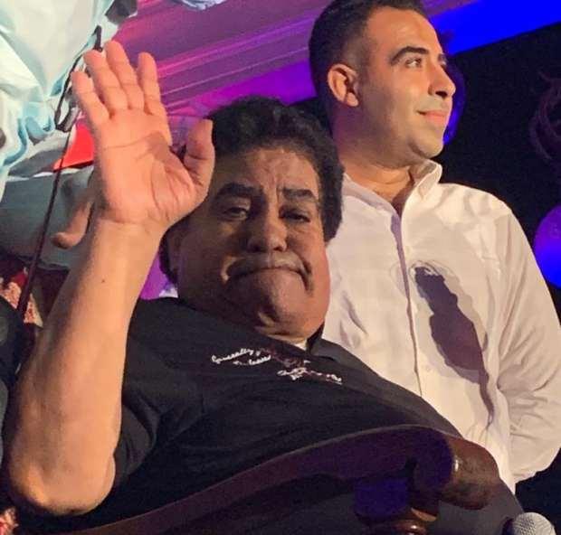 صور|«عدوية» يحيي حفلاً بمشاركة نجله «محمد» بكرسي متحرك